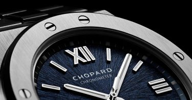 Detailansicht der Lünette und des Zifferblatts der Alpine Eagle von Chopard